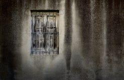 Parete di Grunge con la finestra Fotografia Stock