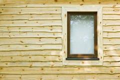 Parete di legno con la finestra Immagini Stock