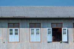 Parete di legno della finestra Fotografia Stock Libera da Diritti