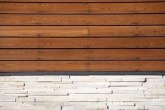 Parete di legno e di pietra Fotografia Stock Libera da Diritti