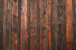 Parete di legno esposta all'aria scura Fotografie Stock Libere da Diritti