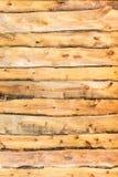 Parete di legno gialla stagionata invecchiata, alta struttura dettagliata Immagini Stock Libere da Diritti