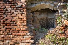 Parete di mattoni e un tunnel Fotografie Stock Libere da Diritti