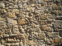 Parete di pietra antica di vecchia costruzione, architettura antica fotografia stock