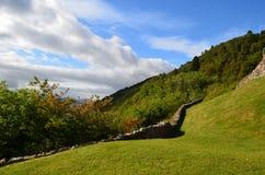 Parete di pietra che allinea i motivi del castello di Urquhart in Scozia Fotografia Stock