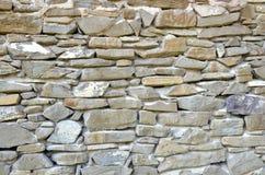 Parete di pietra come parte di vecchio fabbricato agricolo rurale, primo piano Fotografia Stock