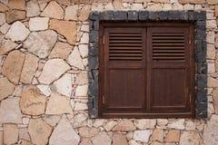 Parete di pietra con la finestra Immagini Stock