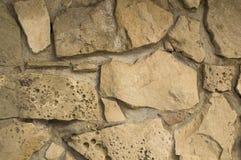 Parete di pietra del vecchio calcare casuale con il fondo del mortaio Fotografie Stock Libere da Diritti
