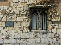 Parete di pietra e finestra antiche Fotografia Stock Libera da Diritti