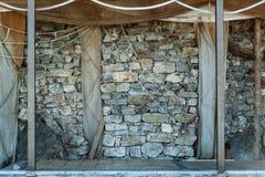 Parete di pietra e fondo grigi dell'estratto della corda fotografia stock