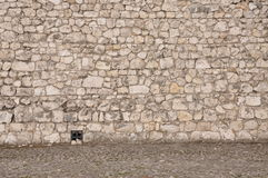 Parete di pietra e marciapiede Fotografia Stock Libera da Diritti