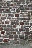 Parete di pietra indicata con il mortaio fresco Fotografie Stock