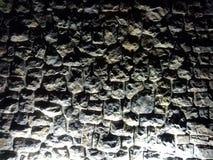 Parete di pietra di notte fotografie stock libere da diritti