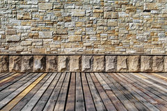 Parete di pietra rustica e pavimento di legno Fotografia Stock