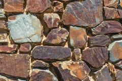 Parete di pietra variopinta interessante 1 Immagine Stock Libera da Diritti