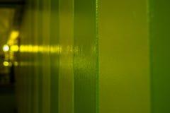Parete di verde giallo con le luci Immagine Stock