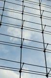 Parete divisoria di vetro in una costruzione moderna Immagini Stock