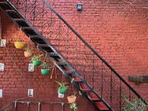 parete e cortile artisticamente decorati immagine stock