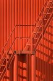 Parete e scala rosse Fotografie Stock