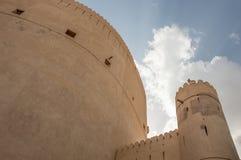 Parete e torre di una fortificazione del deserto Fotografia Stock