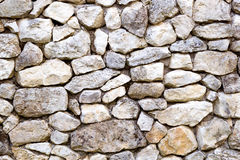 Parete fatta delle pietre di forma irregolare Immagine Stock