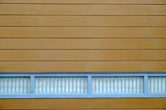 Parete fatta di calcestruzzo fatto per somigliare al legno, marrone dipinto Fotografia Stock Libera da Diritti