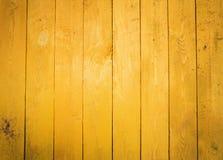 Parete gialla dei bordi La struttura del recinto di legno fotografie stock libere da diritti