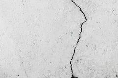 Parete Grungy con grande struttura del pavimento del cemento della crepa Immagine Stock Libera da Diritti