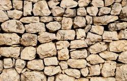 Parete impilata della roccia con le pietre naturalmente a forma di Fotografia Stock Libera da Diritti