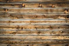 Parete marrone naturale di legno del granaio Modello strutturato di legno del fondo immagine stock