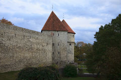 Parete medievale di vecchio castello europeo Immagine Stock Libera da Diritti