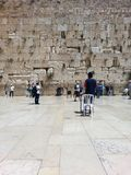 Parete occidentale, Gerusalemme, Israele, aprile 2015 Parte maschio della parete lamentantesi fotografia stock libera da diritti