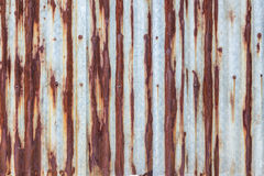 Parete ondulata arrugginita del metallo Fotografia Stock