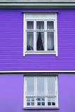 Parete porpora inferiore della Camera su di legno porpora Fotografie Stock