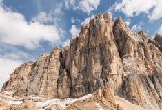 Parete rocciosa del sud della cresta in dolomia, Italia della montagna di Marmolada Fotografia Stock