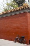 Parete rossa del palazzo cinese Fotografie Stock