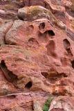 Parete rossa della scogliera della roccia Immagini Stock