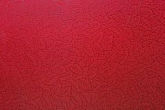 Parete rossa strutturata con la stampa dei fogli della quercia Fotografie Stock Libere da Diritti