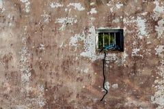 Parete strutturata con paesaggio nella finestra Fotografie Stock
