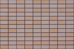 Parete strutturata coperta dalle mattonelle di arancione-chiaro, di beige e di colori della carne Fotografia Stock Libera da Diritti