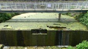 Parete tagliata della diga sotterranea di Fukusato nell'isola di Miyako, Okinawa video d archivio