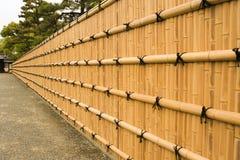 Parete tradizionale del bambù di Brown immagini stock