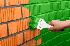 Parete umana della pittura della mano con colore verde Fotografia Stock Libera da Diritti