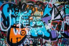 Parete variopinta dei graffiti nella città Fotografia Stock