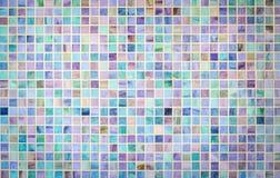 Parete variopinta delle mattonelle di vetro di mosaico Immagini Stock