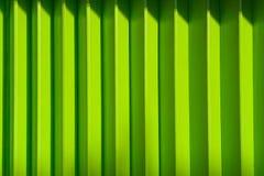 Parete verde del metallo immagine stock