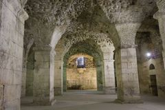 Pareti antiche del palazzo nella spaccatura, nessuno di Diocleziano intorno Fotografie Stock