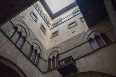 Pareti del cortile interno del Palazzo del Comune Museo municipale Pistoia tuscany L'Italia Immagine Stock Libera da Diritti