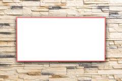 Pareti di Brown con i tabelloni per le affissioni bianchi che potete applicare ai vostri prodotti immagini stock