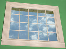 Pareti di lusso di verde della finestra panoramica della casa di modello Fotografia Stock